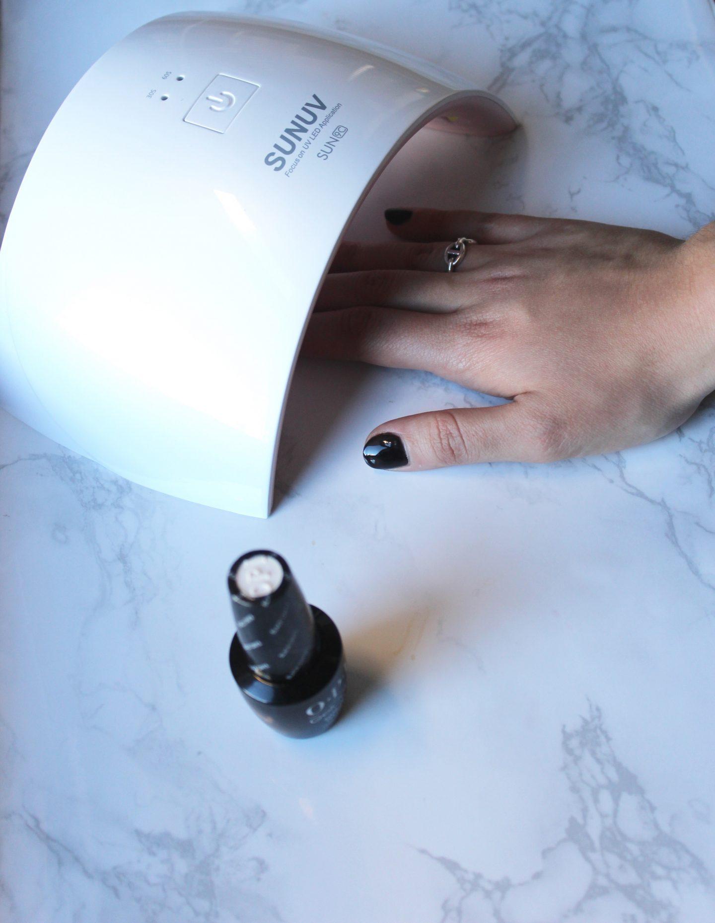 The Bellezza Corner black polish first before the chrome powder